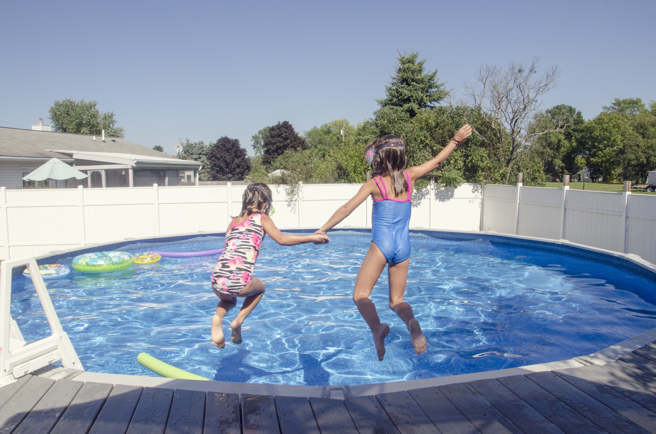 summer-pool-adventures_t20_knP6Qp